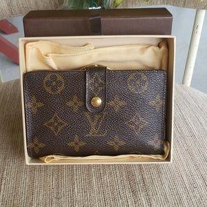 Handbags - Authentic kisslock short wallet